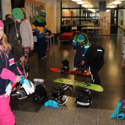 Pohjois-Karjalan Liikunnan järjestämällä talvileirillä voi myös lasketella