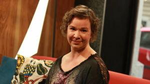 Rosa Meriläinen är aktuell med en ny roman.