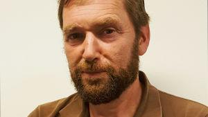 Michael Higgins är production designer för produktionen Vår tid är nu.