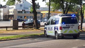 Polisbile på plats vid olycksplatsen.