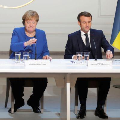 Bild på fyra presidenter vid ett bord.