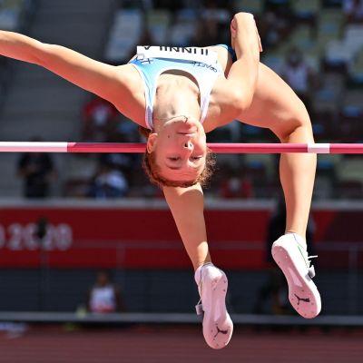 Ella Junnila hoppar höjd.