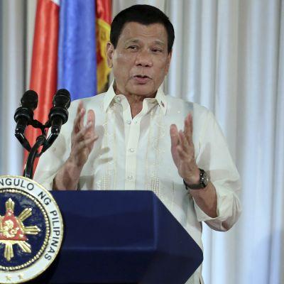 Filippiinien presidentti Rodrifo Duterte puhui poliiseille 19. tammikuuta vuonna 2017 Manilassa.
