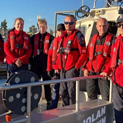Meri-Lapin meripelastajien viikkoharjoituksiin pelastusalus Teipparille kokoontui seitsemän henkilöä.