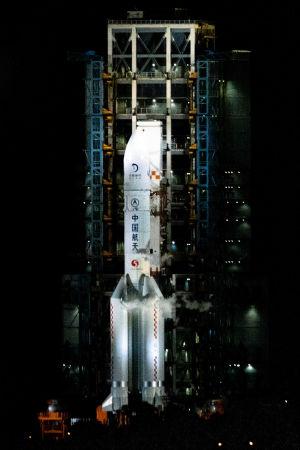 Utvecklingen av bärraketen som kallas den Långa marschen 5, har lidit av tekniska problem.