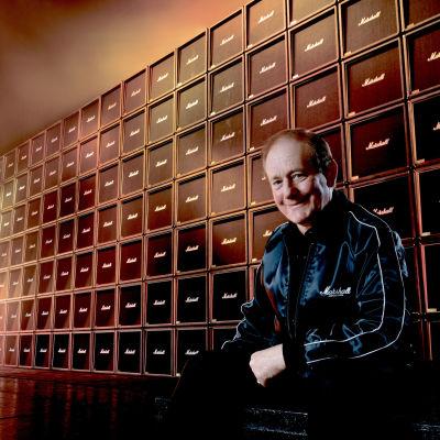Jim Marshall ja maailman suurin Marshall-seinä yhtiön 30-vuotisjuhlassa 1992