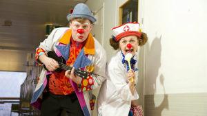 Sjukhusclownerna är oroade över den senaste tidens trend med vuxna som skrämmer barn iklädda clownmasker.
