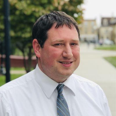 Benjamin Toll är professor i statsvetenskap vid Wiles University i Pennsylvania.