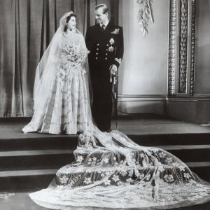 Prins Philip och prinsessan Elizabeth gifter sig den 20 november 1947.