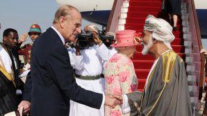 Prins Philip skakar hand.