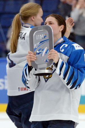 Jenni Hiirikoski efter finalförlusten mot USA.