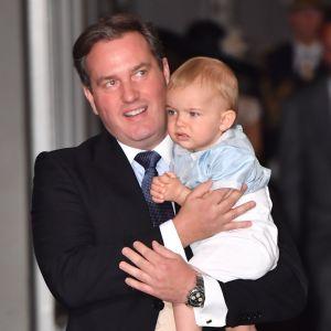 Chris O'Neill med sonen Nicolas på prins Oscars dop.