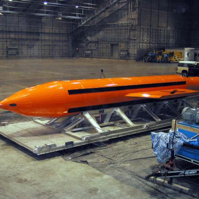 """""""Alla bombers moder"""" kallar amerikanerna bomben de släppte över Afghanistan."""