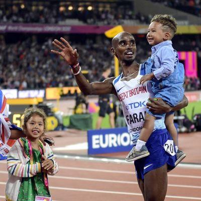 Mo Farah firar VM-guldet på 10000 meter med sina barn, VM 2017.