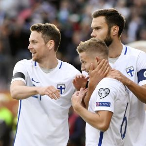 Hämäläinen, Ring och Sparv firar ett finskt VM-kvalmål.