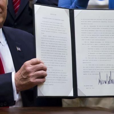Trump allekirjoitti huhtikuussa asetuksen, jolla öljynporausta rannikkovesillä laajennetaan