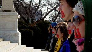 Abortmotståndare demonstrerar utanför Högsta domstolen i Washington DC i februari 2007.