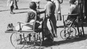 På 1930-talet drabbades många barn av polio som ibland kunna innebära ett behov av rullstol.