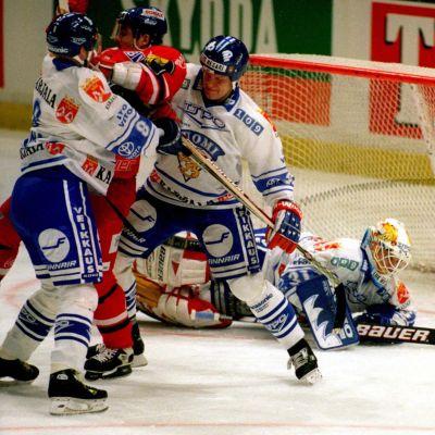 Som spelare fick Peter Ahola också representera landslaget, här i en turnering inför VM 1998.