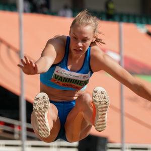 Saga Vanninen hoppar längd.