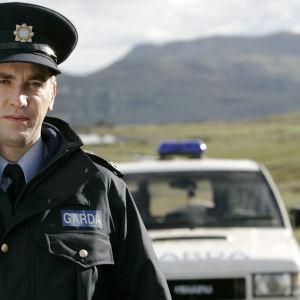 Ylikonstaapeli Driscoll palaa Dublinista synnyinseudulleen jatkamaan isänsä työtä.