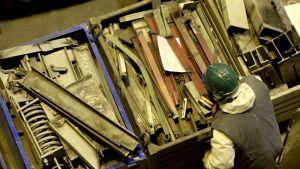 Metallskrot som ska testas för eventuell strålning på kärnkraftverket Ignalina.
