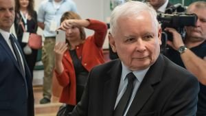 Jaroslaw Kaczynski, ledare för partiet Lag och rättvisa,  röstar i parlamentsvalet 13.10.2019