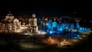 Kerimäen kirkonmäki valaistiin vuodenvaihteeksi led-valonheittimillä