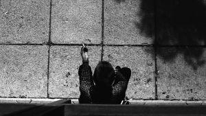 Tupakkatauko betonipihalla