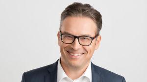 Porträttbild av Timo Seppälä som forskar vid Näringslivets forskningsinstitut.