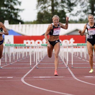 Annimari Korte korsar mållinjen.