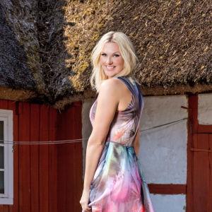Sanna Nielsen är ny programledare för Allsång på Skansen 2016.