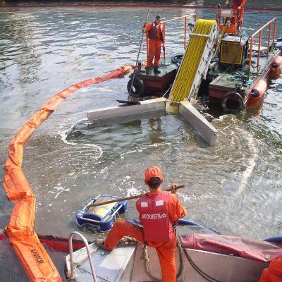 Oljebekämpning till havs
