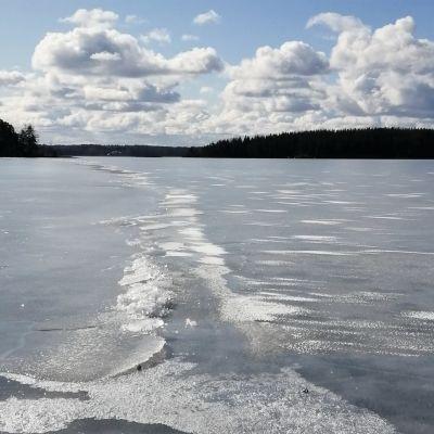 Saimaan jää on heikkoa.