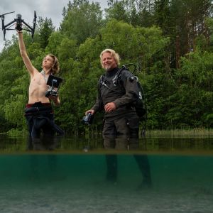 Isä ja poika, Petteri ja Antti Saario kurkistavat uudessa sarjassa veden valtakuntaan.