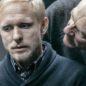 Sampo Sarkola som Lasse Maasalo och Ville Virtanen som Kari Sorjonen i tv-serien Sorjonen