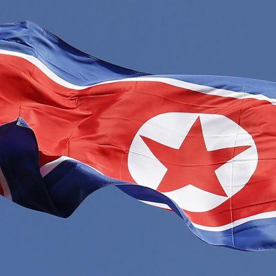 Nordkoreas flagga vajar över allt färre beskickningar eftersom Nordkorea har stängt eller tvingats stänga många ambassader världen runt