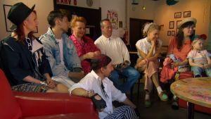 Lomamatkalaiset tutustuvat Pori-Rockiin Anniksen nuorisotalolla.