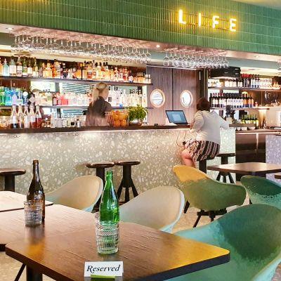 I Tallinn har caféer och lunchrestauranger färre kunder än normalt.