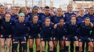 USA:s damlandslag protesterade före en match.