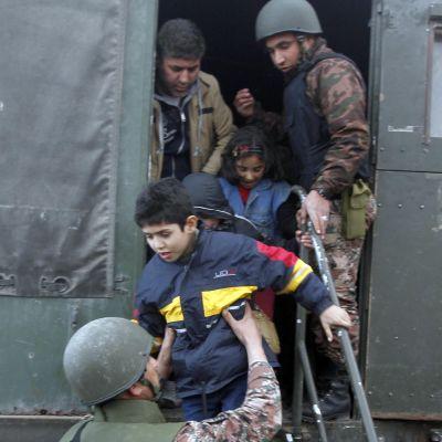 Barn evakueras ur Syrien