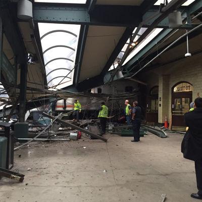 Tågkrasch i Hoboken Terminal, New Jersey.