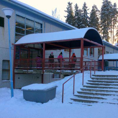 Näse skola i Borgå i vinterskrud