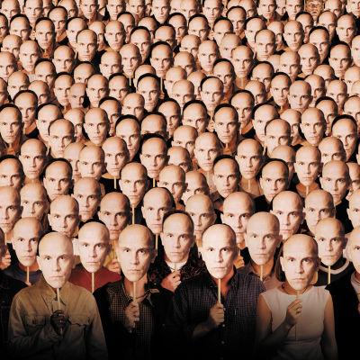 Koko joukko John Malkovicheja - elokuvan Elämäni John Malkovichina markkinointikuva