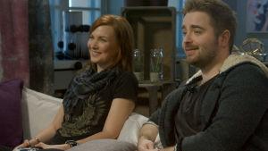 Susanne och Ted testar spel i Kontroller.