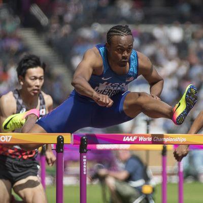 Aries Merritt springer över en häck