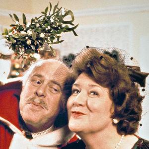 Hyacinth määrää miehensä kirkolle töihin joulupukiksi.
