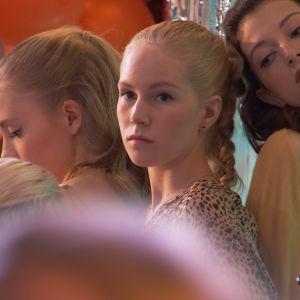 Kuvassa Iris Rainio (Amelie Blauberg), Tuija Haavisto (Fanni Suomi) ja Anni Malinen (Anette Aghazarian).