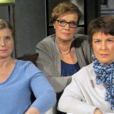 Christine Stukaloff (vas.), toimittaja Hilla Blomberg ja Minna Löytty-Rissanen