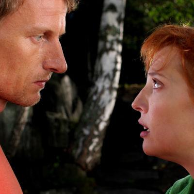 Toimittaja Hanna haluaa tehdä juttusarjan kuolemaan valmistautuvasta Visasta.